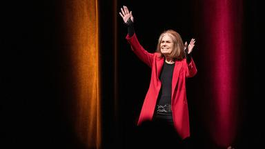 Gloria Steinem enters the Northop stage for the Distiguished Carlson Lecture